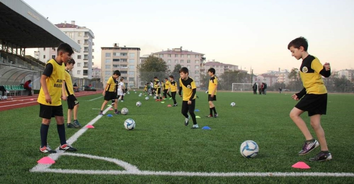 Middle school student Mehmet Taha Tamtabak's dream of having football training in Arhavi district where he lives came true after a letter he wrote to the sports and youth minister. (AA Photo)