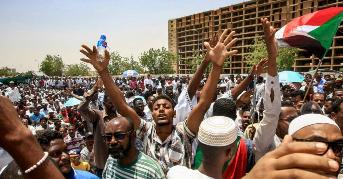 Sudanese men chant slogans during a rally outside the army headquarters, Khartoum, April 11, 2019.