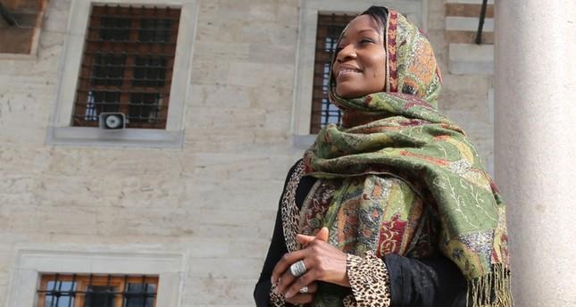 ديلا مايلز: عرفت الكثير عن الإسلام في تركيا فاعتنقته