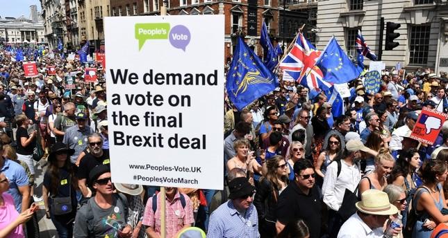 Thousands push for public vote on final Brexit deal
