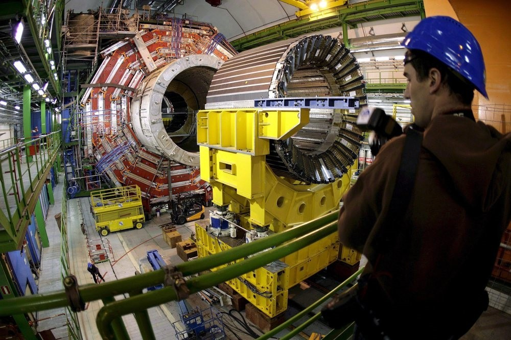 The magnet core of the world's largest superconducting solenoid magnet (CMS, Compact Muon Solenoid) at the European Organization for Nuclear Research's Large Hadron Collider (LHC) particule accelerator, in Geneva, Switzerland.