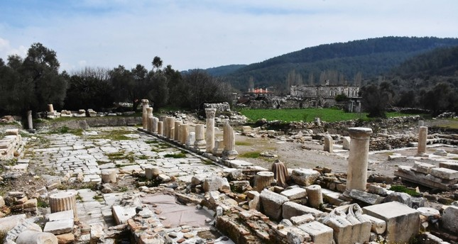 Tombs in 'city of gladiators' to open for visit