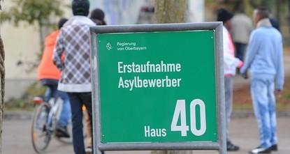 pDie Zahl der Asyl-Erstanträge in der Europäischen Union ist einem Medienbericht zufolge 2017 im Vergleich zum Jahr zuvor um die Hälfte auf 649.855 zurückgegangen. Das berichteten die Zeitungen der...