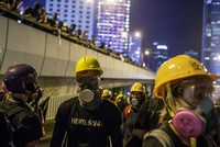Protesters in Hong Kong disperse peacefully upon comrades' call