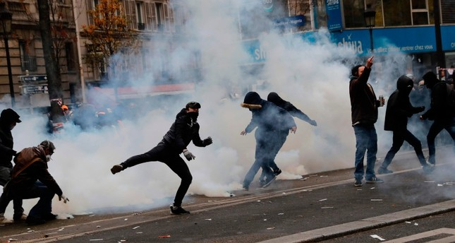 Turkey issues travel warning for France over protests