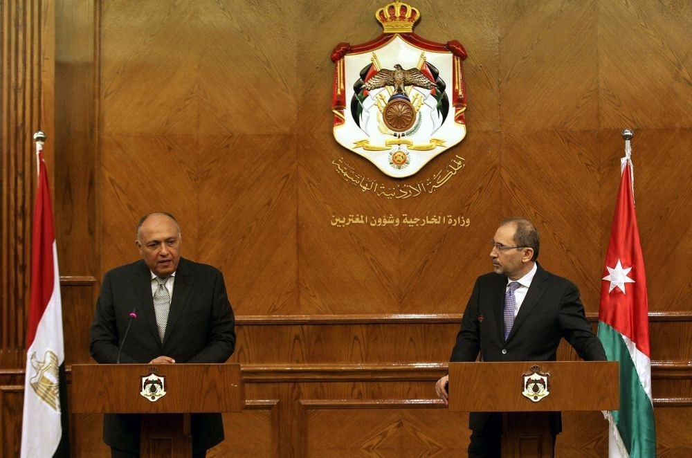 Egyptian Foreign Minister Sameh Shoukry (L) and his Jordanian counterpart Ayman Al Safadi (R) attend a press conference in Amman, Jordan, Feb. 8.