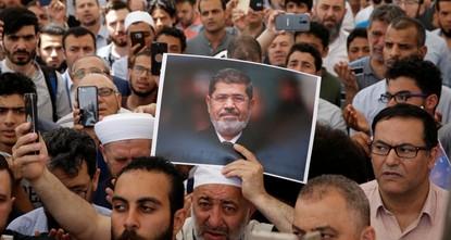 Thousands gather throughout Turkey to pray for Morsi