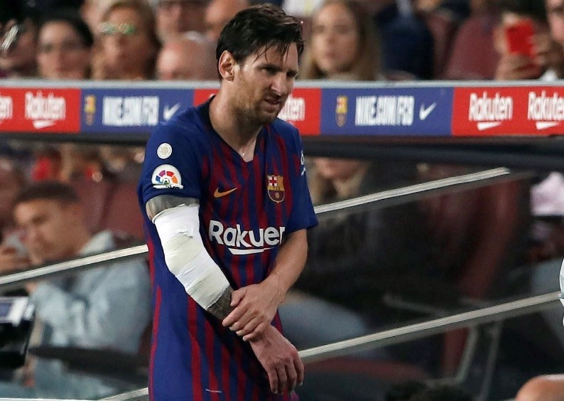 Messi leaves the pitch after sustaining an injury during the La Liga match between Barcelona and Sevilla at Camp Nou, Oct. 20.