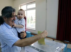 В Турции проходят исторические президентские и парламентские выборы