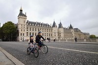 Paris, Brussels mayors call for car-free day in Europe