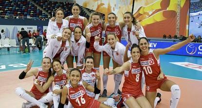 pDie kämpferisch aufgetretenen türkischen Volleyballerinnen haben ihr letztes Gruppenspiel bei der Europameisterschaft am Mittwoch in der aserbaidschanischen Hauptstadt Baku gegen Polen gewonnen...
