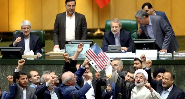 إيران تمهل أوروبا حتى نهاية الشهر لضمان الاستمرار بالاتفاق النووي