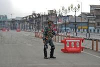 Cross-border firing in Kashmir leaves 8 soldiers dead
