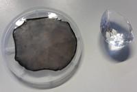 Wissenschaftler der Universität Augsburg haben den größten künstlichen Diamanten der Welt hergestellt. Der Kristall hat einen Durchmesser von 9,2 Zentimetern. Mit 155 Karat ist er zwar nicht der...