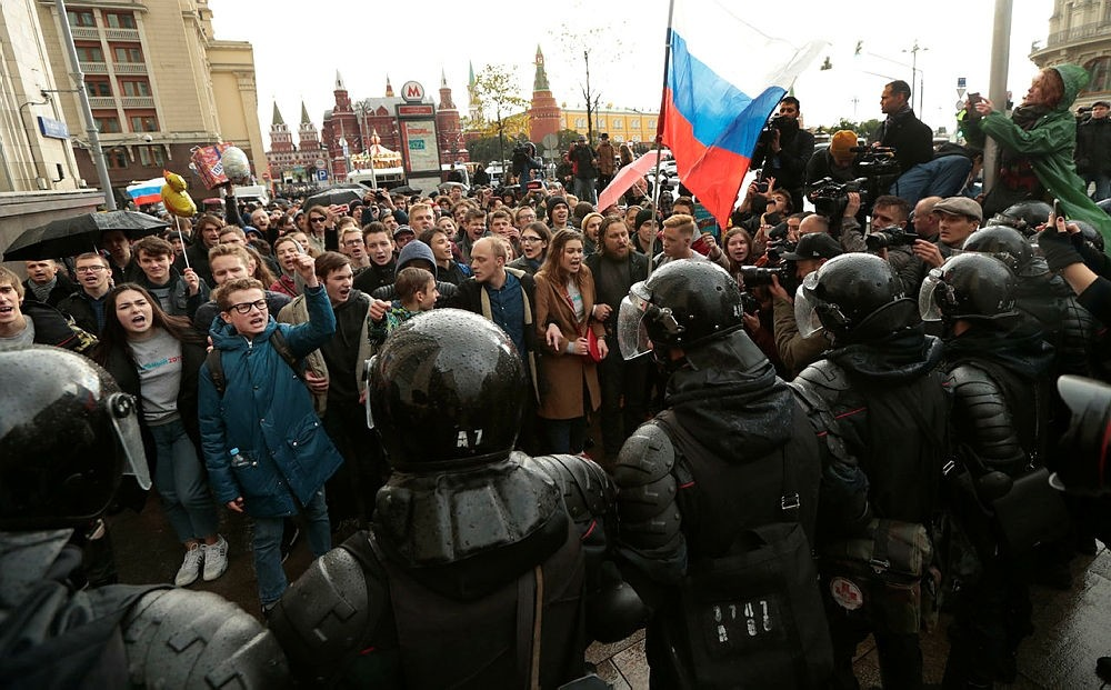 Riot police officers block protesters with Russian flags during a rally in Moscow, Russia, Saturday, Oct. 7, 2017. (AP Photo)
