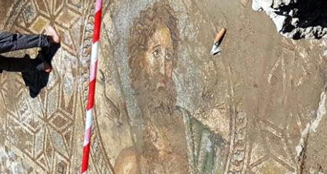 تركيا... العثور على فسيفساء نادرة لـ إله البحر عند اليونان