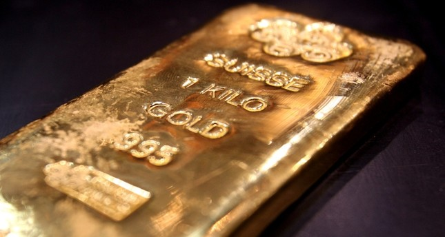 A one kilo gold bar is displayed in a shop in Dubai's gold souk, April 11, 2006. Reuters Photo