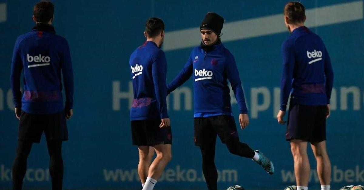 Barcelona forward Antoine Griezmann (C) attends a training session, Barcelona, Dec. 17, 2019. (AFP Photo)