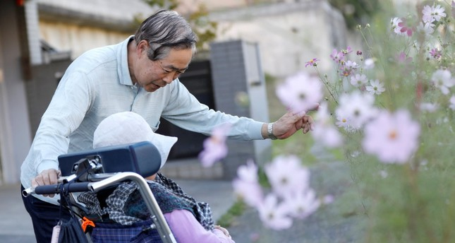 Dementia puts financial assets of elderly Japanese at risk
