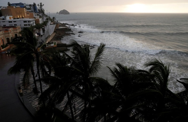Palm trees waves in Mazatlan as Hurricane Willa approaches the Pacific beach resort, Mexico October 23, 2018. (Reuters Photo)