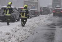 Der ungewöhnlich harte Wintereinbruch sorgte in Österreich mitten im April für Chaos auf den Straßen: Die Meisten Autobahnen mussten gesperrt werden, wobei tausende Autofahrer stecken...