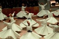 Wirbelnde Derwische in Konya ziehen Besucher an