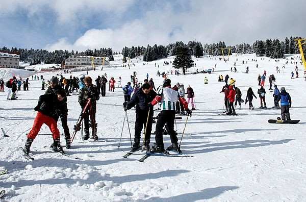 Uludau011f Ski Center was filled with visitors who enjoyed skiing and snowboarding on the weekend.