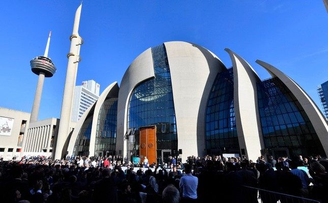 People wait in front of the new mosque in Cologne, Europe's largest, for Turkish President Recep Tayyip Erdoğan to open it, in Germany, on Saturday, Sept. 29, 2018. (AP Photo)