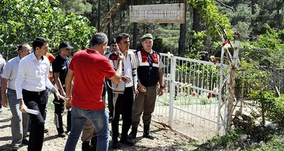 pThe man accused of murdering an environmentalist couple in southwestern Turkey has committed suicide in prison, where he was being kept while awaiting trial./p  p31-year-old suspect Ali Yumaç...