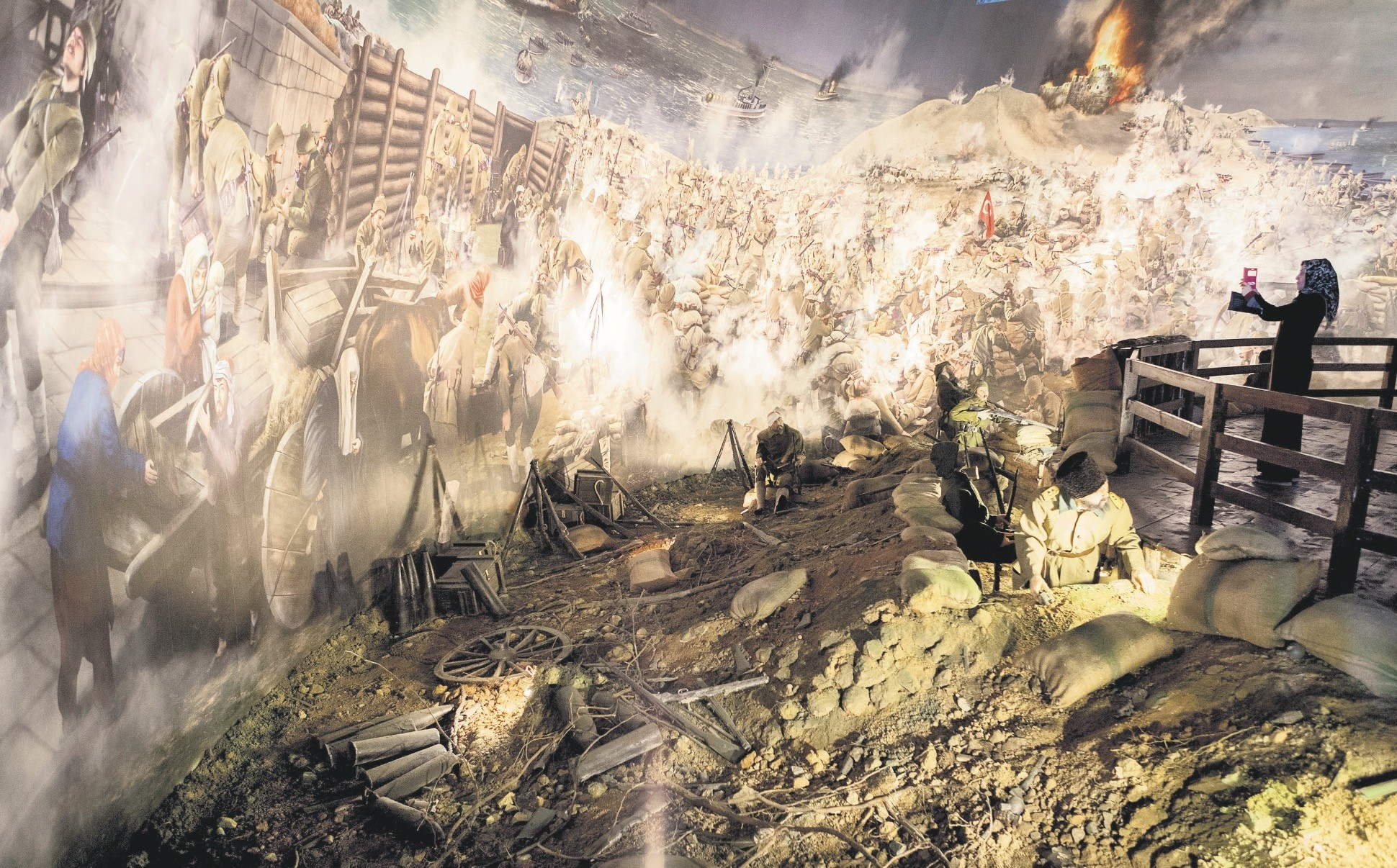 The closed, spherical area of the 1915 u00c7anakkale Panorama takes one to the Battle of u00c7anakkale with light and sound effects and moving images.