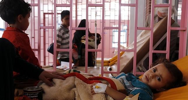 Cholera-infected Yemeni children receive treatment at a hospital amid a cholera outbreak in Sana'a, Yemen, 11 September 2017 (EPA Photo)