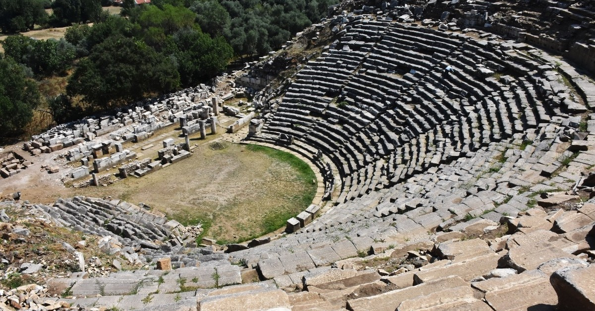 A photo overlooking the ruins of the Stratonikeia ancient city.