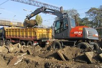 A senior executive at German-based heavy equipment manufacturer ATLAS Maschinen Gmbh, Brahim Stitou, recently announced the company will manufacture heavy equipment in eastern Turkey's Van...
