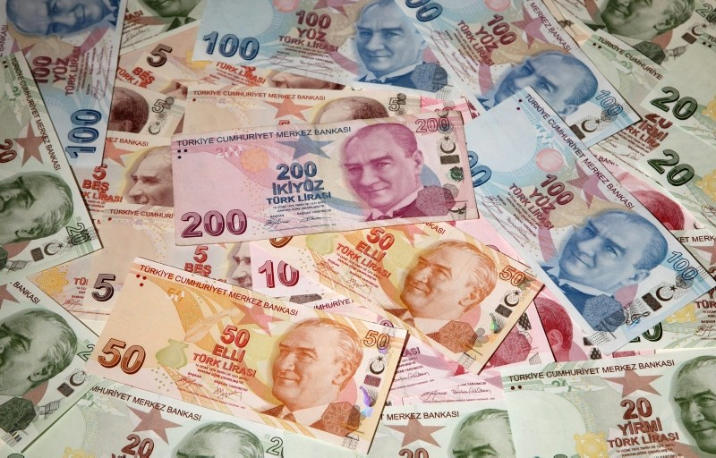 Turkish lira banknotes are seen in this picture illustration taken in Istanbul October 18, 2011. (REUTERS Photo)