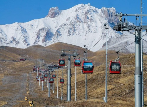 Although ski season has yet to open in Kayseri's Erciyes, there are still numerous other ways to explore the rugged mountains. (AA Photo)