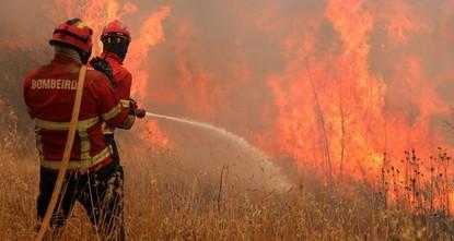 700 رجل إطفاء يشاركون في إخماد حريق هائل جنوبي البرتغال