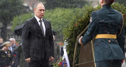 pIgnoring the torrential rain, Russian President Vladimir Putin remained standing with a firm expression at the Tomb of the Unknown Soldier in Moscow Thursday./p
