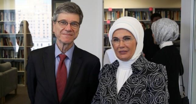 أمينة أردوغان تبحث مع أكاديمي كولومبي نماذج إدارة النفايات