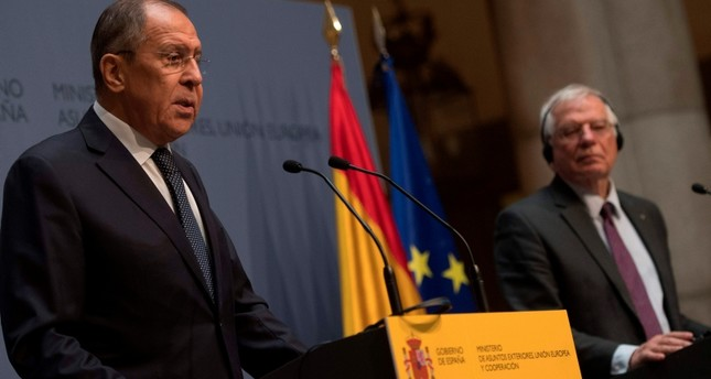 Spanish Foreign Minister Josep Borrell and his Russian counterpart Sergei Lavrov (L) hold a press conference at the Spanish foreign ministry in Madrid on November 6, 2018. (AFP Photo)