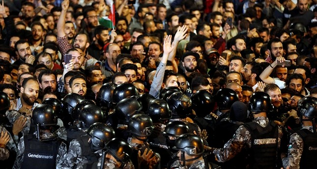 الاحتجاجات في الأردن تتواصل وسط حراك نيابي لاحتواء الموقف