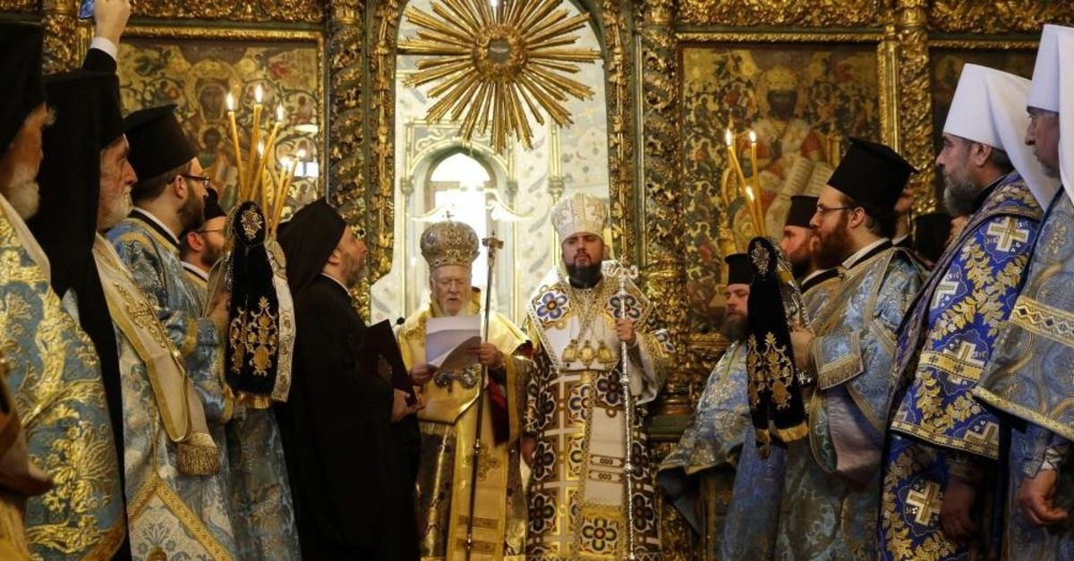 Fener Greek Orthodox Patriarch Bartholomew I (C-L) and the Metropolitan Epiphanius, the head of the independent Ukranian Orthodox Church (C-R), attend a religion service at the Patriarchal Church of St. George, Istanbul, Jan. 6, 2019. (AP Photo)