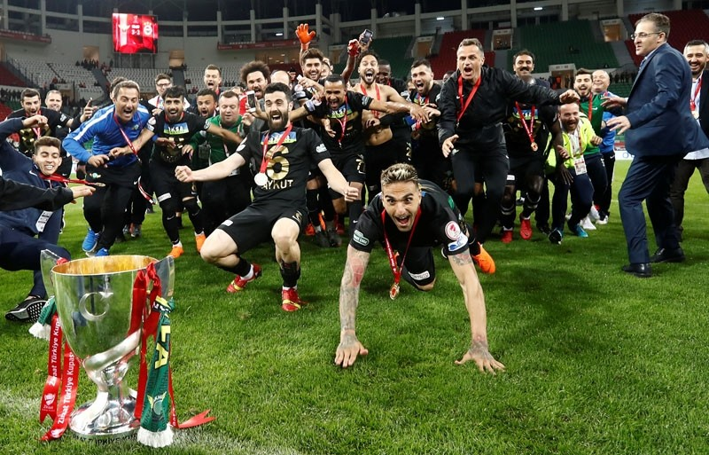 Akhisarspor players and coaching staff celebrate winning the Turkish Cup Final with the trophy, May 10.