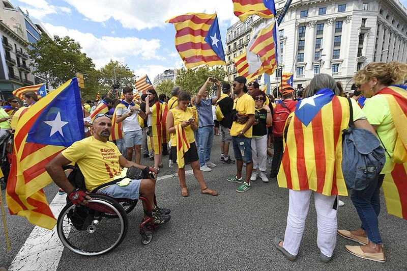 People wave 'Esteladas' (pro-independence Catalan flags) as they gather before a pro-independence demonstration, on September 11, 2017 in Barcelona during the National Day of Catalonia, the ,Diada., (AFP Photo)