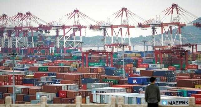 ميناء شنغهاي (من الأرشيف)