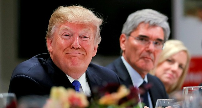 U.S. President Donald Trump attends a dinner with business men and CEO's during the World Economic Forum (WEF) annual meeting in Davos, Switzerland January 25, 2018. Siemens CEO's Joe Kaeser (C) looks on. (Reuters Photo)