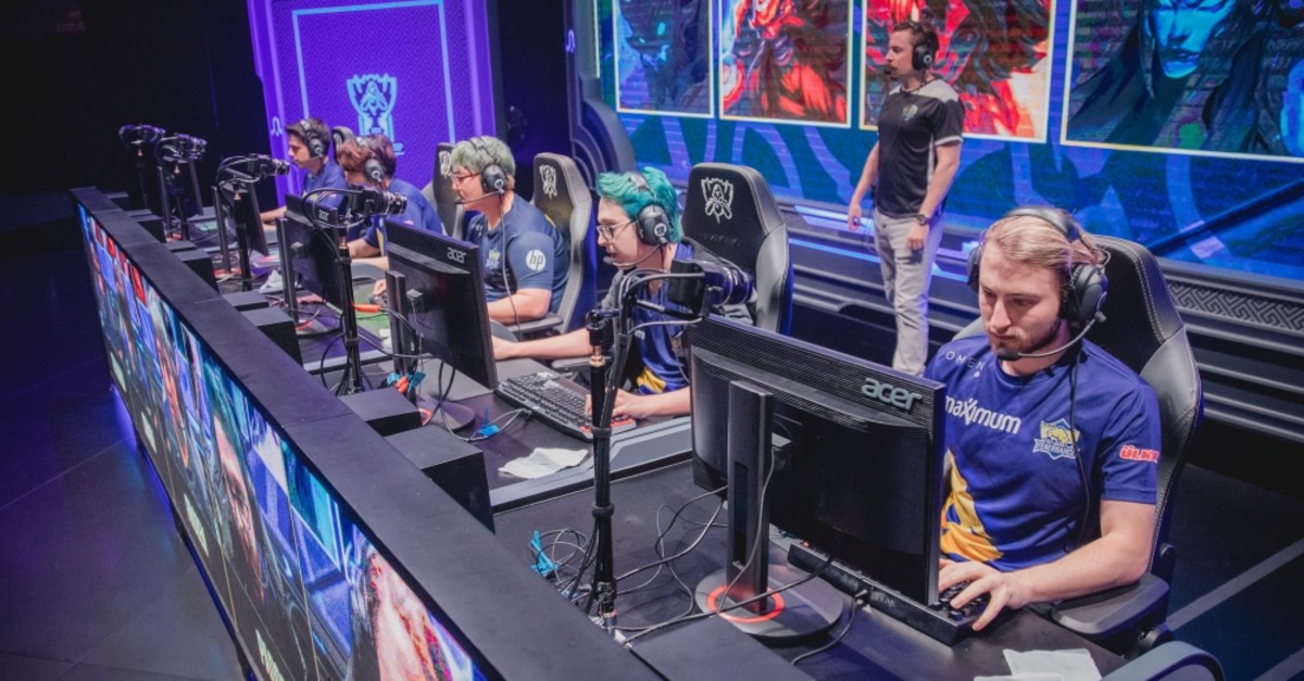 The Turkish startup FalconAI offers personal coaching to esports players who want to improve themselves through the artificial intelligence-backed SenpAI platform.