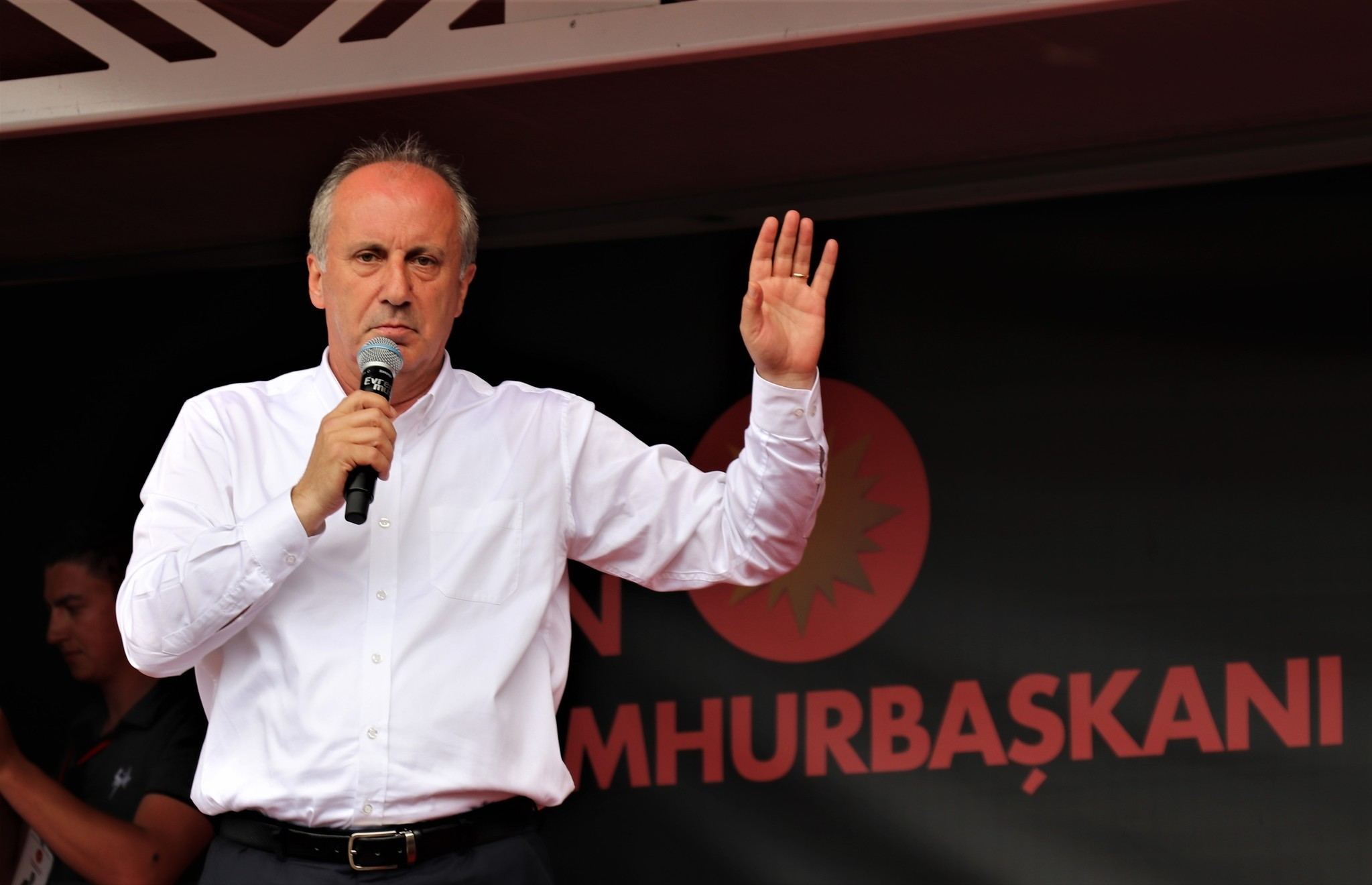 Recently, Muharrem u0130nce drew criticism after he vowed to u201cremove the epauletsu201d of Second Army Cmdr. u0130smail Metin Temel, referring to his military shoulder marks during his rallies in Istanbul.