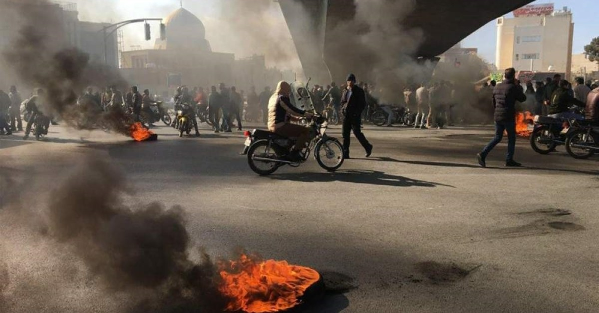 Iranian protesters burn tires during a demonstration against an increase in gasoline prices in the central city of Isfahan, Nov. 16, 2019. (AFP Photo)