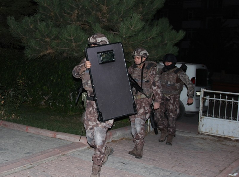 Special Operations squads raiding homes of FETu00d6-linked suspects in Turkey's Konya province Tuesday Oct. 10, 2017  (AA Photo)