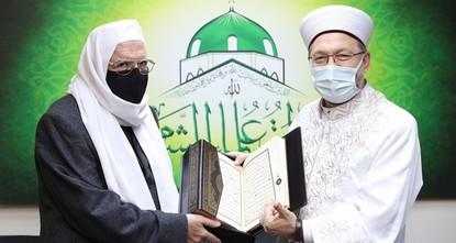 رئيس الشؤون الدينية التركي يلتقي رئيس المجلس الإسلامي السوري في إسطنبول
